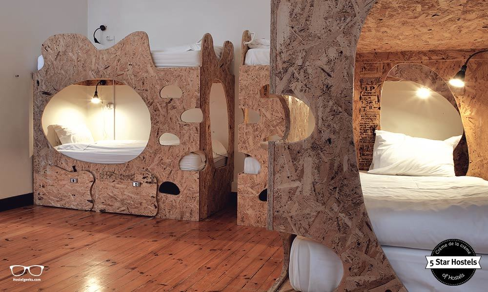 No regular bunk beds! The Sunset Destination Hostel has its own bunk bed design!