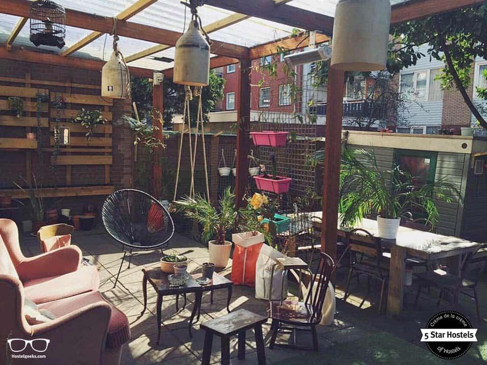 The garden at Ani&Haakien Hostel Rotterdam