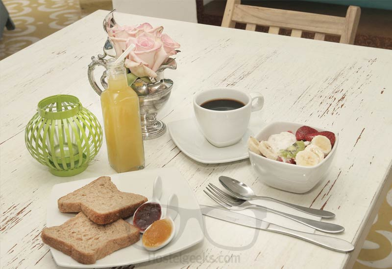The breakfast at BoutiQuito Design Hostel: 100% local and fresh from the farmers market!