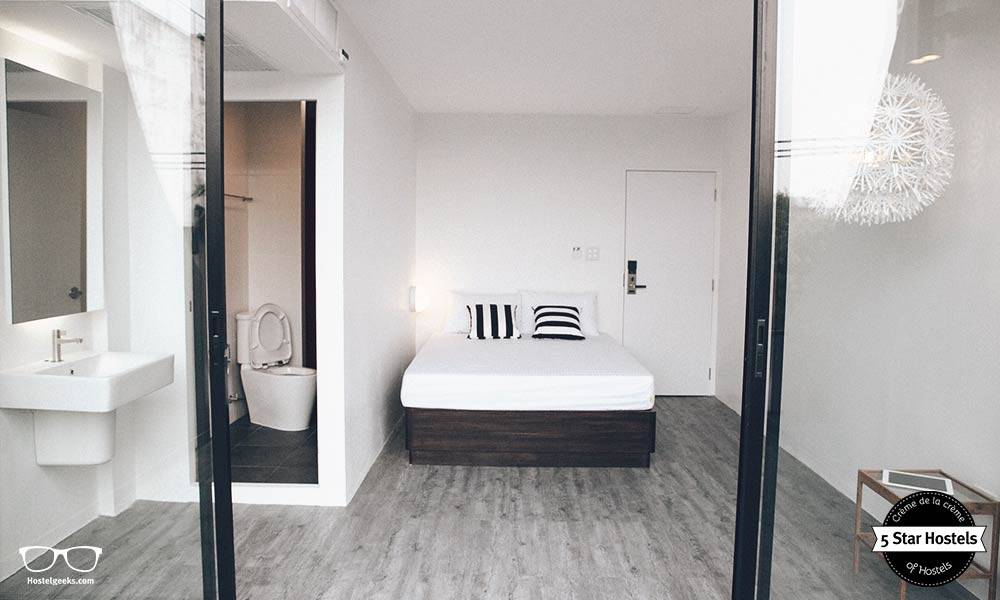 Double Room with ensuite facilities at Yim Huai Khwang Hostel, Bangkok