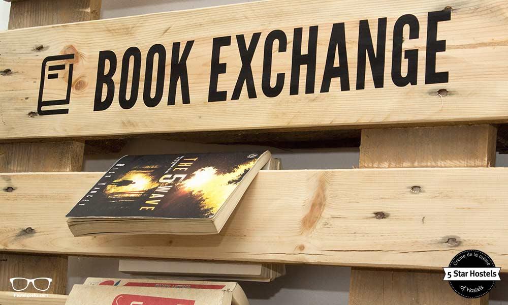 Bücher Austausch im 5 Sterne Hostel Swanky Mint