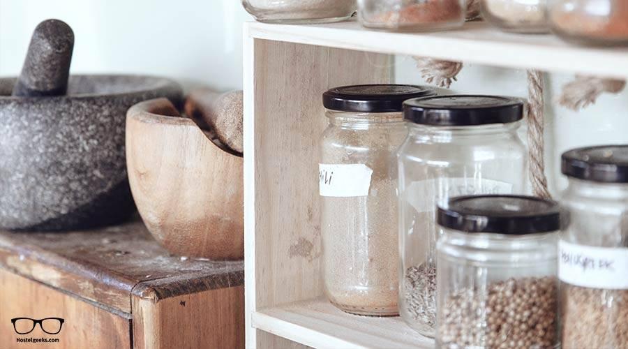 hostel-kitchen-packing
