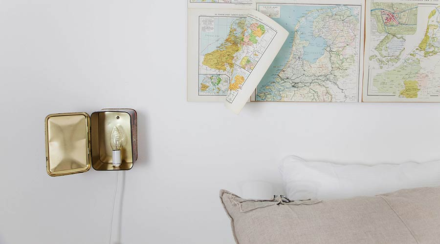 Stylish with attention to details! You can find this lamp and map in one of the double rooms at Hello I'm Local