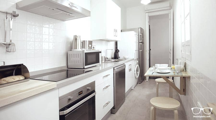 Full Equipped Kitchen - The Bed and Be Hostel in Cordoba