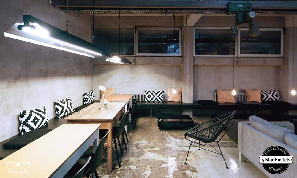 The lounge and breakfast spot at Wallyard Concept Hostel