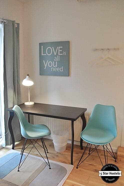 Love is all you need - ein Privatzimmer im Hostel Marken