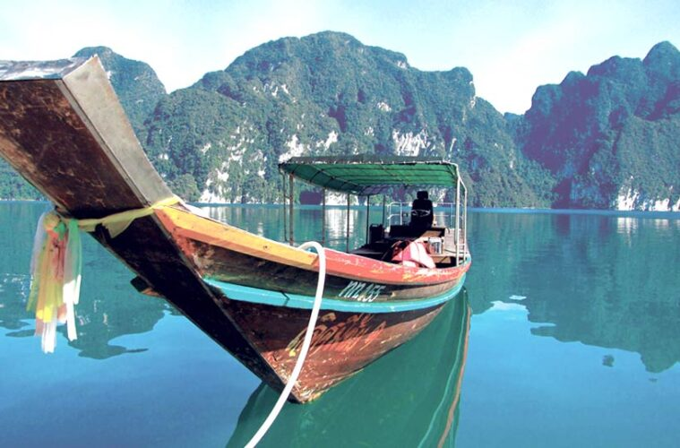 Speechless in Khao Sok: No WiFi, No TV, and electricity for only a few hours at night