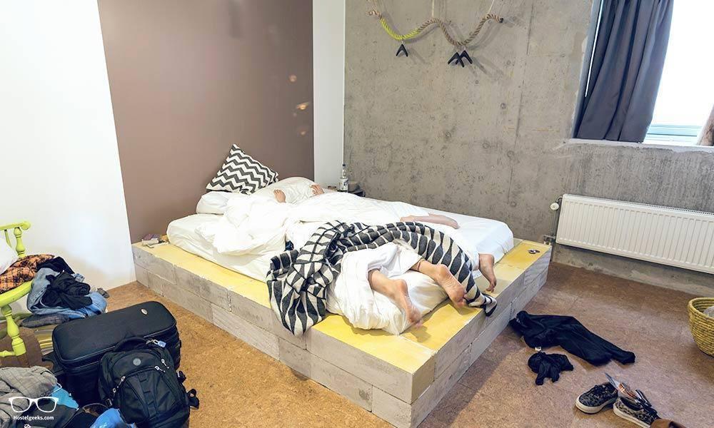 Hostel sex im Sex im