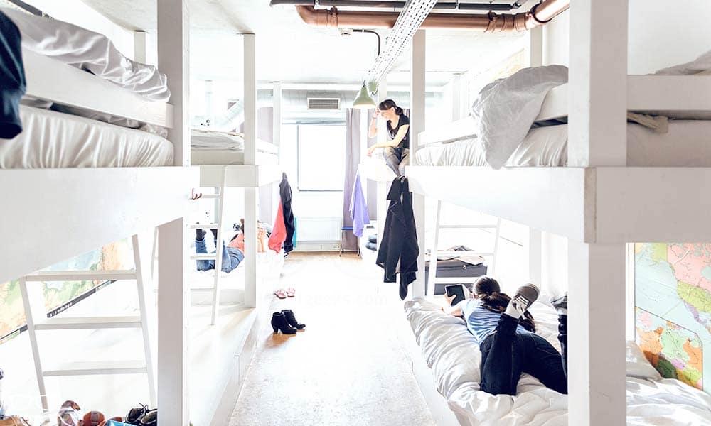 Der Schlafraum mit 8 Betten im Ecomama Hostel