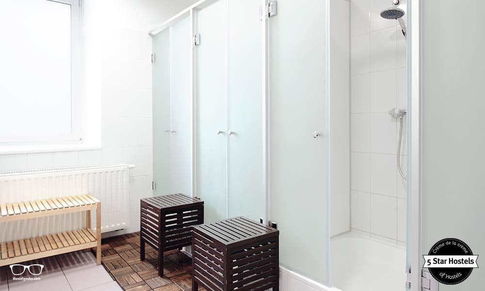 Shared Bathroom at Maverick City Lodge, Budapest