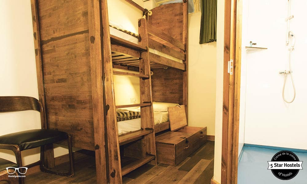 A bunk bed twin room at Palmers Lodge Hillspring in London