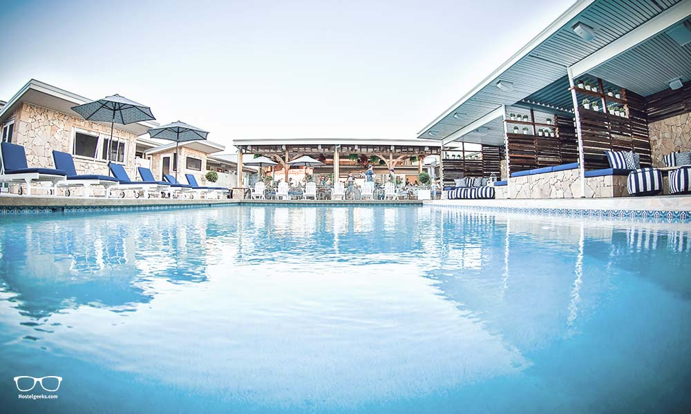 5 Sterne! Swimming Pool, flankiert von Chill Out Ecken