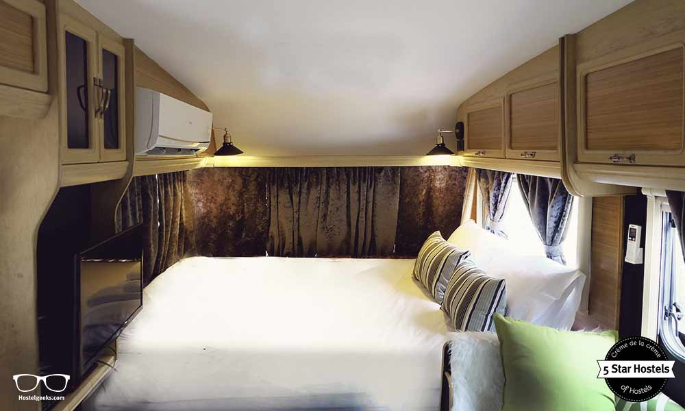Der Wohnwagen im Inneren. Klimaanlage und kleiner Luxus!