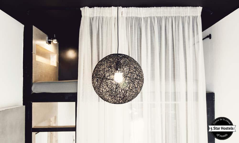 Sputnik Hostel & Personal space beedrom lamp
