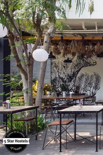 Lust auf Frühstück auf dieser grünen Terrasse?