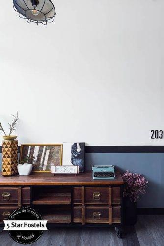 Zimmer 203, alte Schreibmaschine und Stil - das Oxotel Chiang Mai