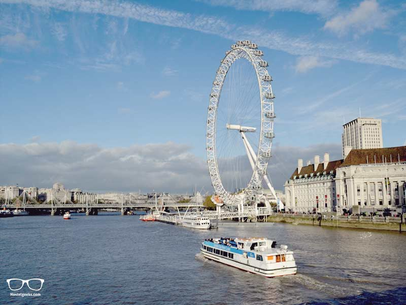 Kayaking the Themse River in London