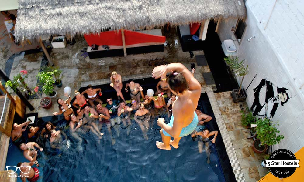 Jumping from the tower at Gili Castle