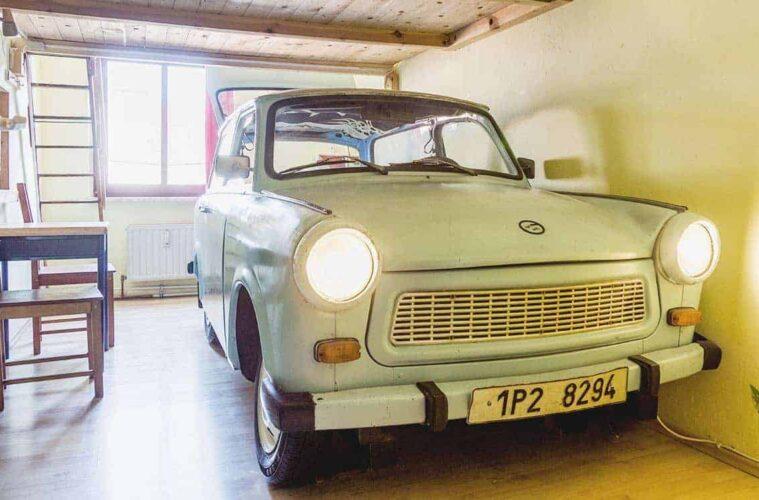 Car or Giants Room? Creative Lollis Homestay in Dresden