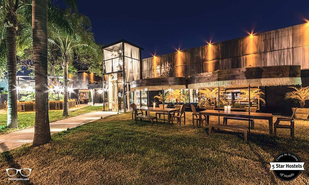 The frontyard at Onas Hostel & Suites by night is also worth it to experience