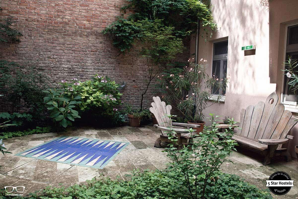 Garden power at Vienna Hostel Ruthensteiner