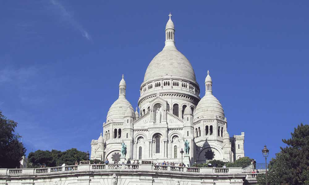 Climb to Sacre Coeur basilica in Montmartre