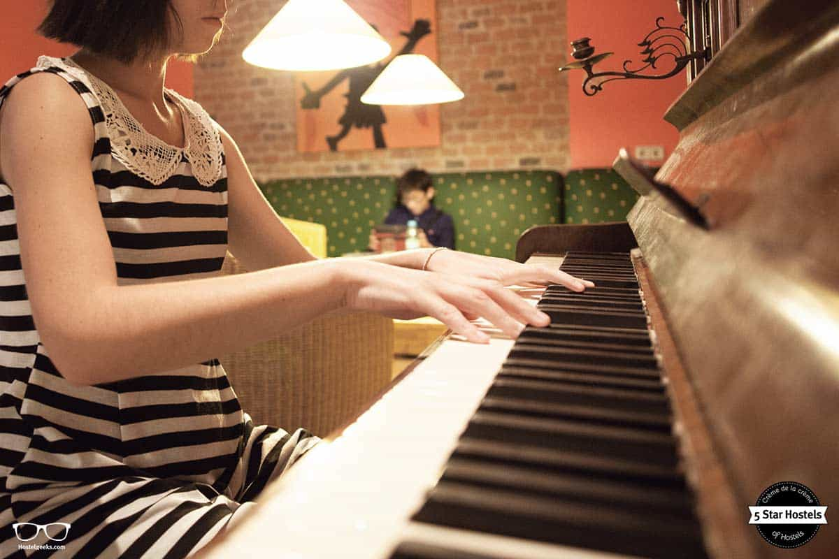Play the piano!Hostel Ruthensteiner Vienna