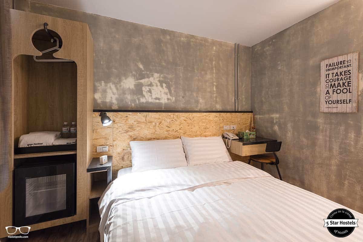 Get comfy at Wow Poshtel private double room