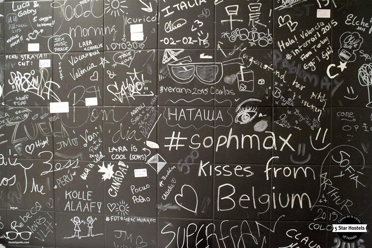 Kisses, Kölle Alaaf, and maybe Hostelgeeks glasses? The blackboard in the kitchen at Valencia Lounge Hostel