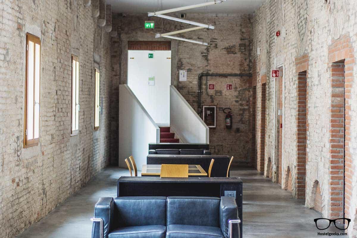Relax at We Crociferi Hostel Venice