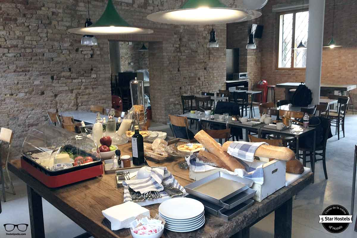 Good morning breakfast spot at We Crociferi