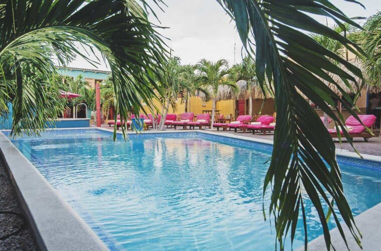 The First Hostel in Curacao: ehemalige Eiscreme Fabrik mit Pool und Jacuzzi