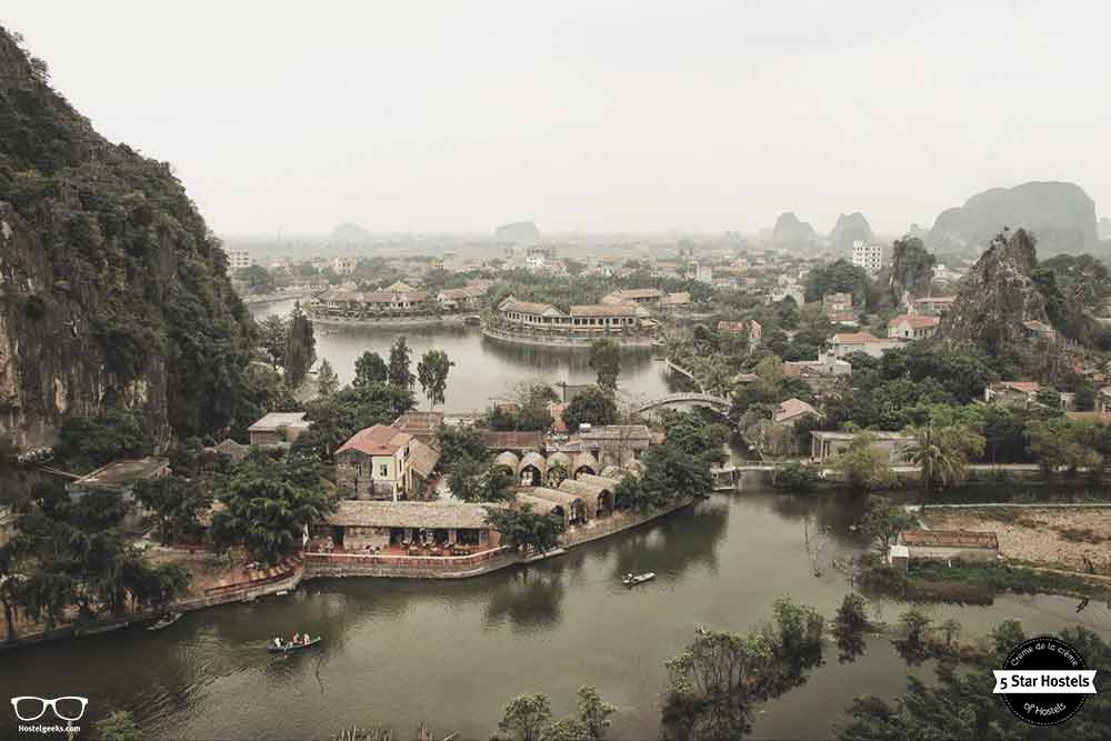 Tam Coc Bungalow - riverbanks hostel in the