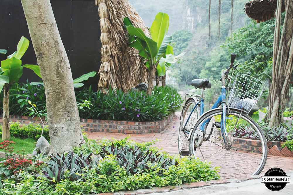 Vintage bike parked at Tam Coc Bungalow
