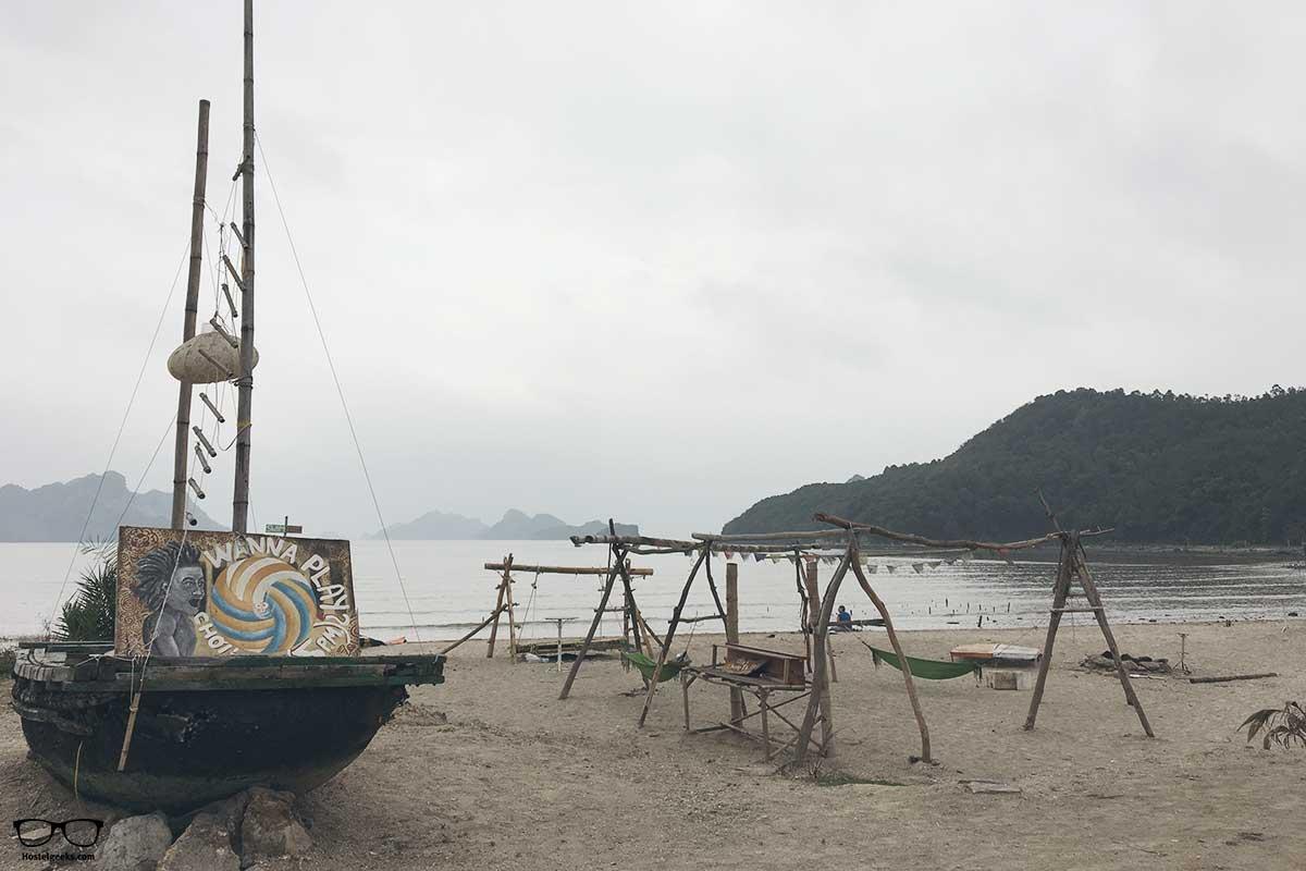 Beach Woodstock Beach Camp, Cat Ba