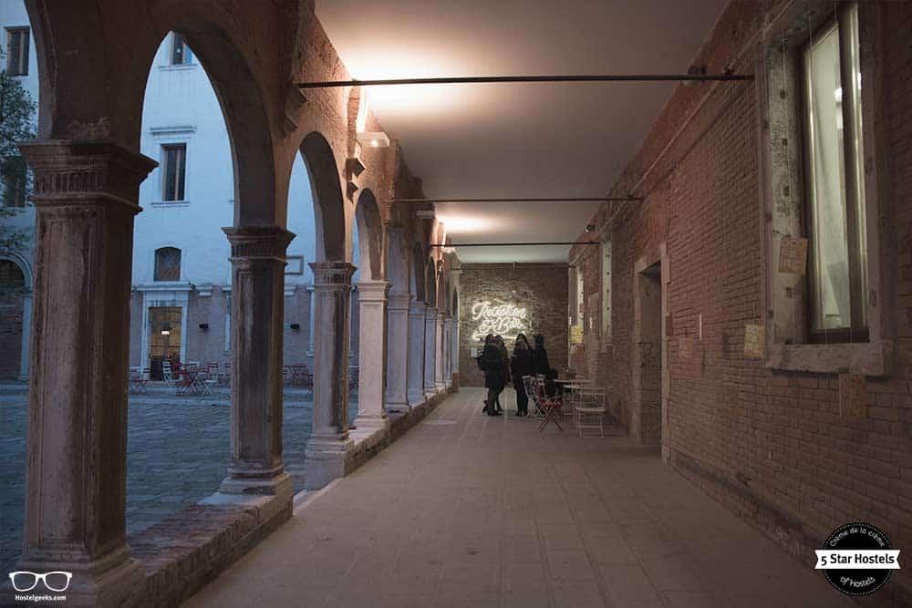 New light installation in the We Crociferi in Venice