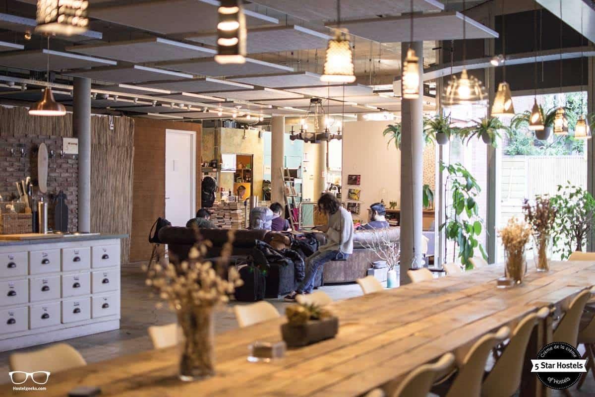 Die Lounge und offene Küche in einem