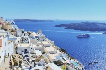27 Fun Things To Do in Santorini (Fresh Fish, Volcano Boats and Crazy Donkeys)