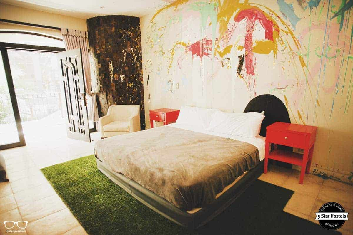Double bed at Fauna Luxury Hostel San Jose