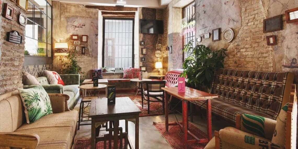 Lemon Rock Granada - Vintage 5 Star Hostel & Bar