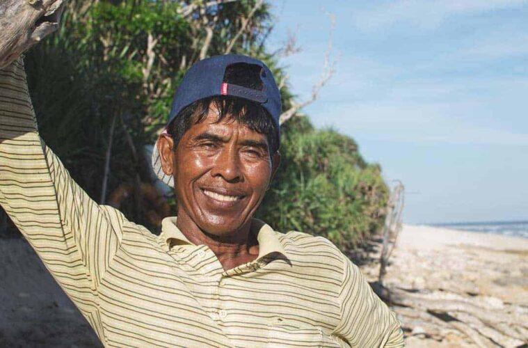 """""""I clean up the beach, because it's my home!"""" - Uluwatu in Bali"""