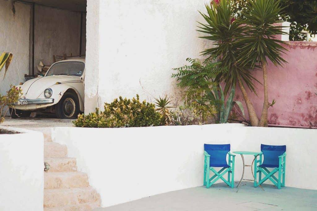 Vintage car at 5 Star Hostel CAVELAND