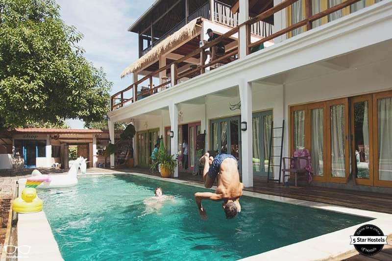 Having Fun in Labuan Bajos 5 Star Hostel