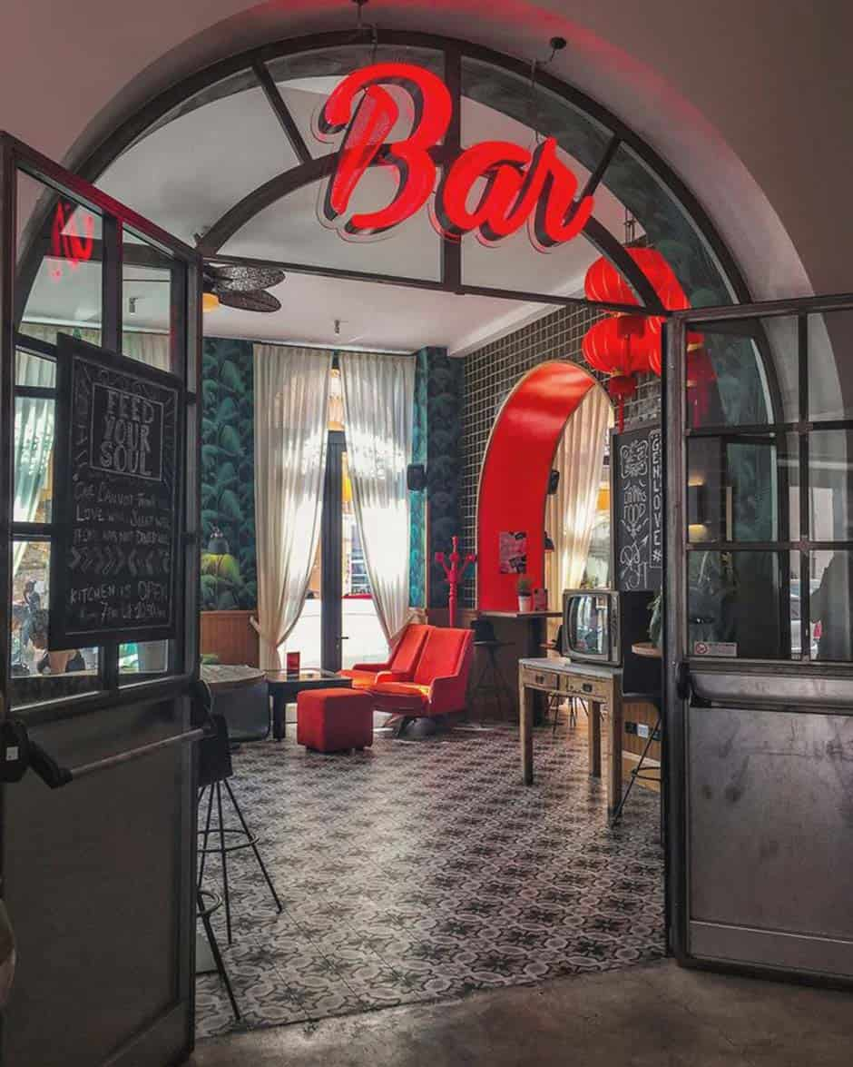 Wanna have fun in Rome? Head to the bar and find your partner in Crime for the night