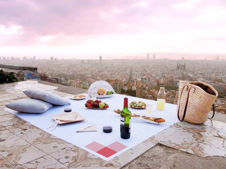 Romantic Things to do for Couples: A picnic overlooking the city