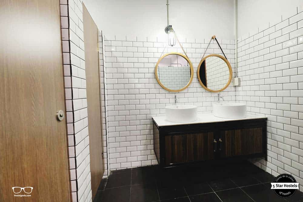 The clean bathroom - Sailomyen is a great hostel for female solo travelers