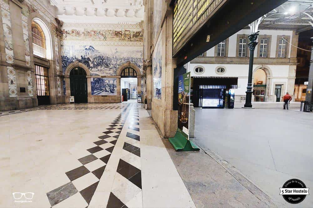 The beautiful tales of Sao Bento on the left, the Passenger entrance on the right