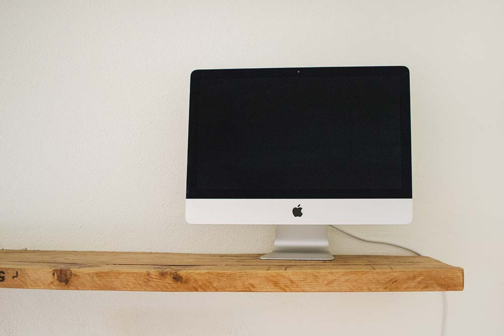 Use a mac for free! Just ask at the reception for the mouse and keyboard, the usage of the mac is free