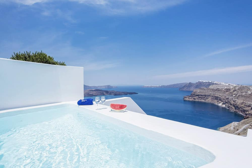 Where to stay in Santorini? A luxury villa with views and jacuzzi