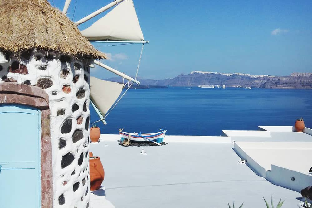 Where to stay in Santorini? An appartment with Caldera views